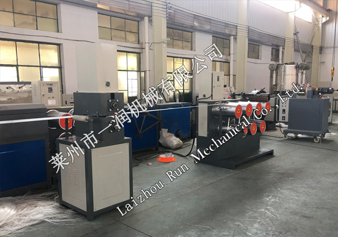 Curved wire (concrete einforcied filament)) drawing machine